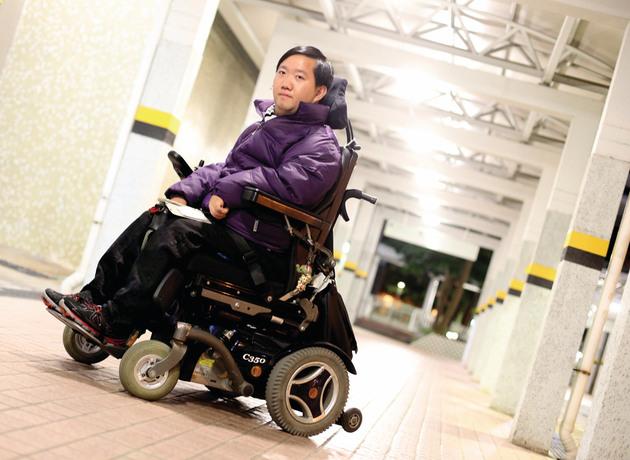 葉榮認為,要趁青春做自己喜歡做的事,讓人知道殘疾人士都有能力。(陳國峰攝)