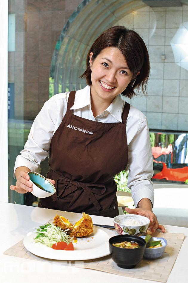 由日本調派到香港當社長的田丸玲奈,擅長利用各種日本健康食材,製作成色香味俱全的新菜式。(相片來源:iMoney智富雜誌)