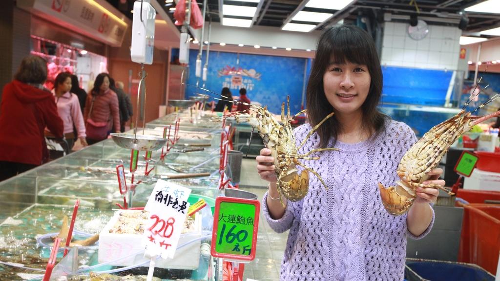 鄭紫雪指魚檔是家庭寶貴資產,決心以企業管理方式注入賣魚生意。(冼偉倫 攝)