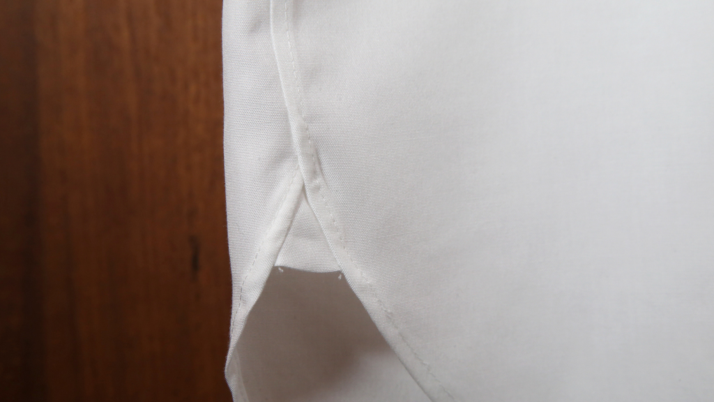 沒想到衫腳一塊小小的三角形,可以令恤衫更紮實。(攝影:湯炳強)