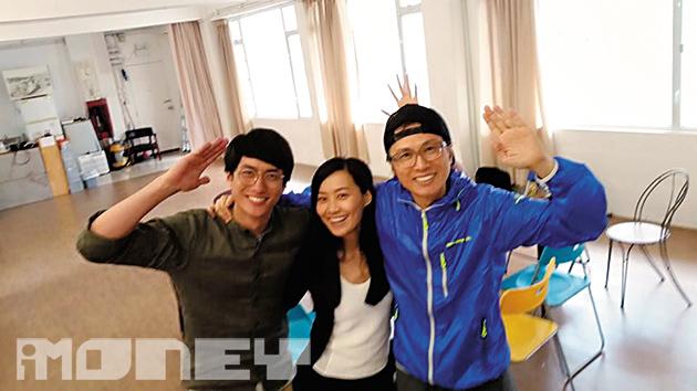 《前度》全劇只有3個演員,黃子華(右)為中年企業家,陳法拉(中)為年輕女教師,劉俊謙為企業家兒子。