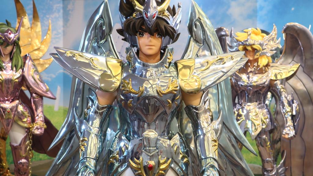 5 位青铜圣斗士,包括星矢、紫龙、瞬、一辉和冰河,首次以 1:1 造