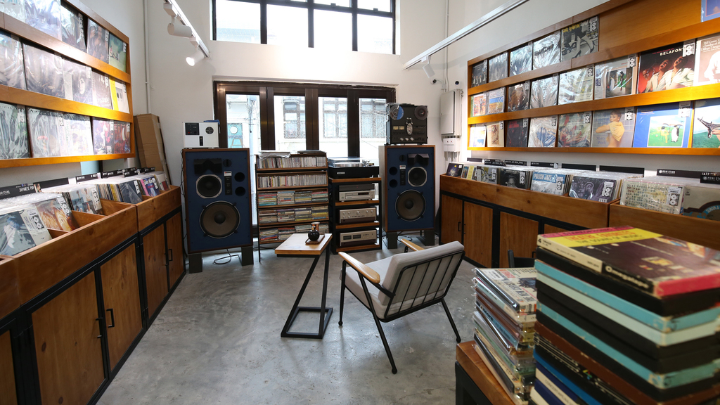 店子另一角是音樂區,收藏不少經典的黑膠碟。(陳智良攝)