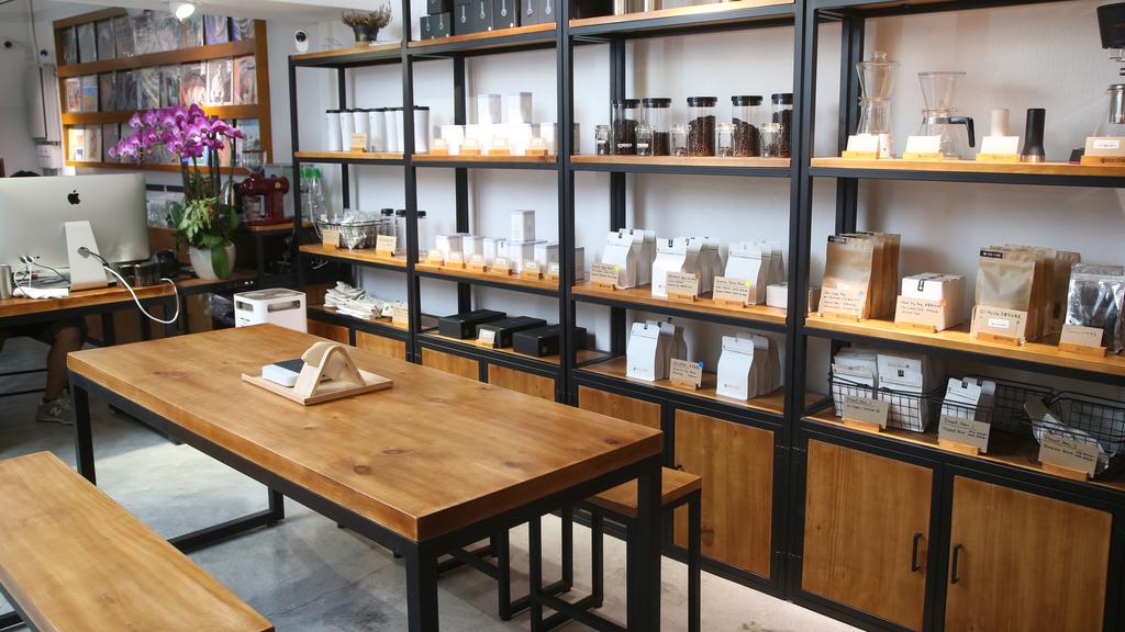 這裡設有試飲,以及不少咖啡產品出售,如咖啡豆、咖啡杯等。(陳智良攝)
