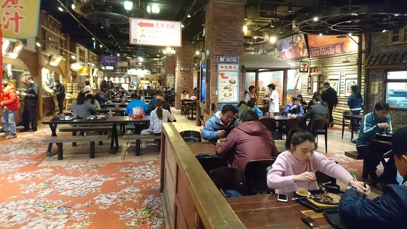 在台北大直區的大食代,食客多屬年輕人。(相片提供︰Carlos)