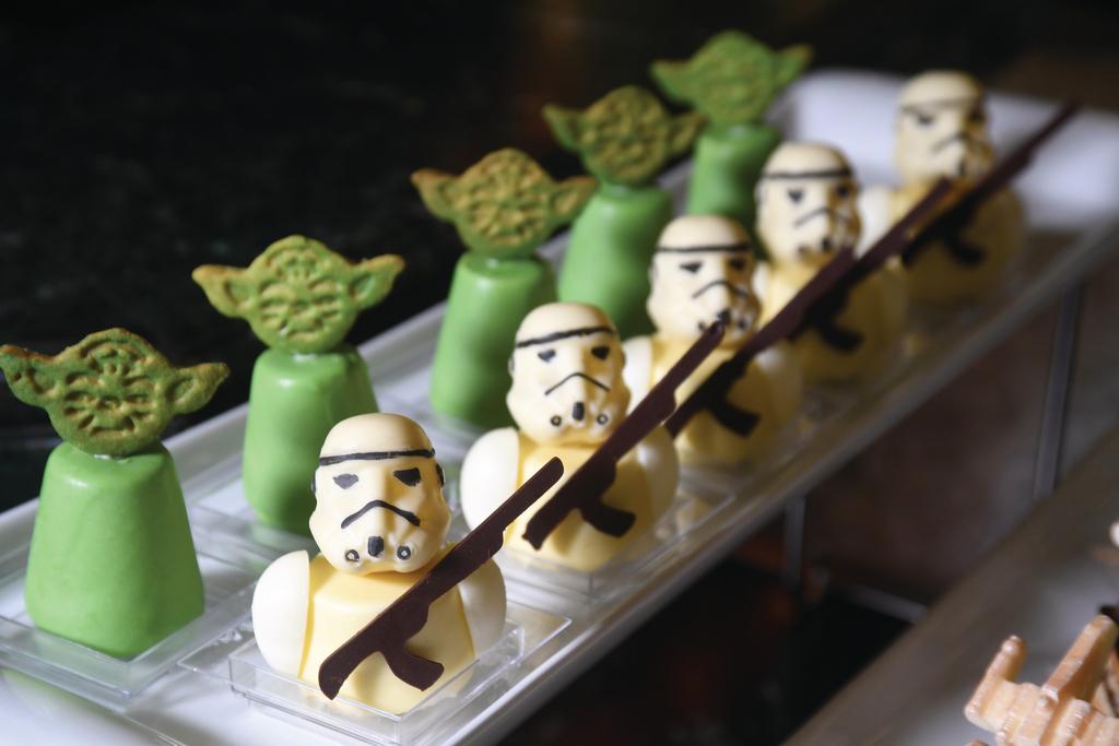尤達大師、白兵化身精緻甜品,星戰迷必定「相機食先」。(程志遠攝)