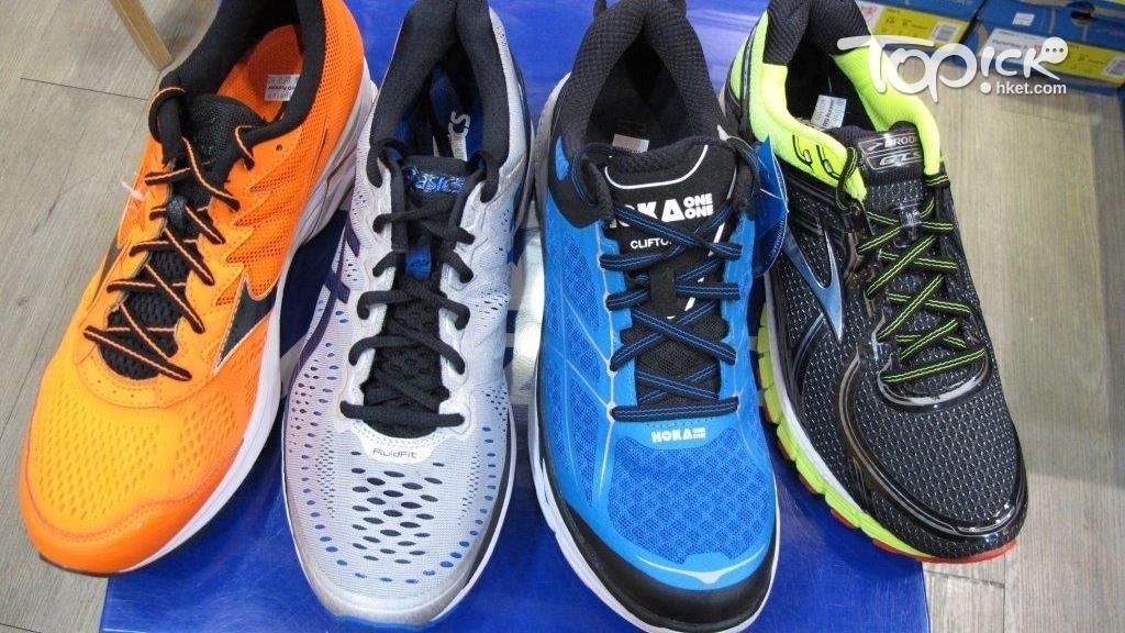 無論鞋面的鞋邊是膠或絨造,都不宜洗擦鞋面。(周翠玲攝)
