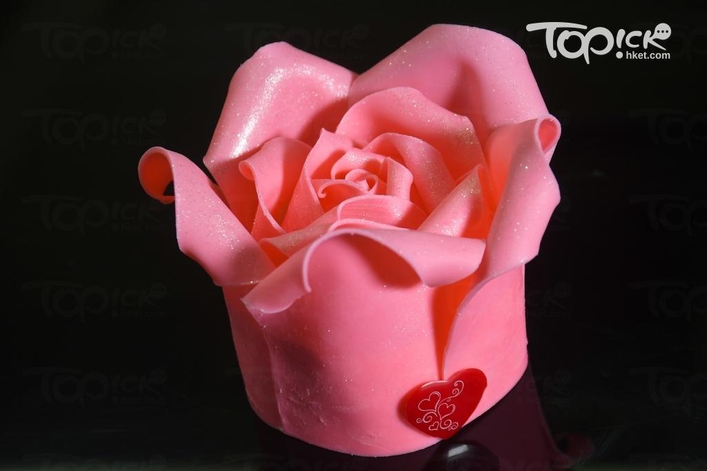 招牌粉紅玫瑰蛋糕,情人節特別版,2人份量$238。