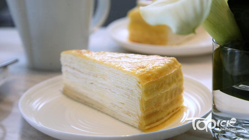 原味千層蛋糕是鎮店之寶,由20層薄如紙般的法式班戟皮、忌廉及焦糖製成,更全以人手製作,相當講究。(曾有為攝)