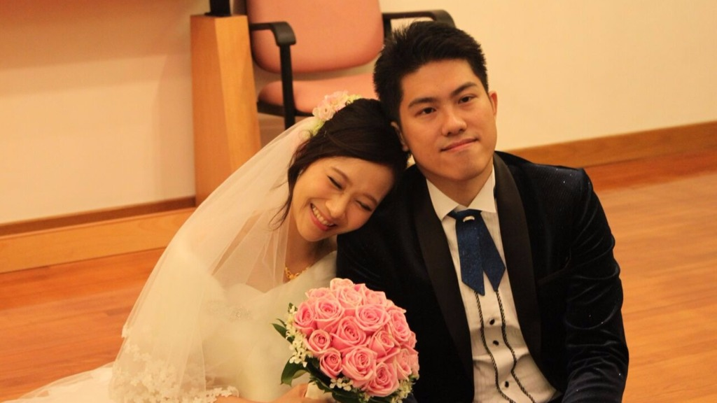 阿峰說,最深刻是安排一名末期鼻咽癌年輕女患者與男朋友拍婚照及在教堂完成婚禮。(防癌會提供)