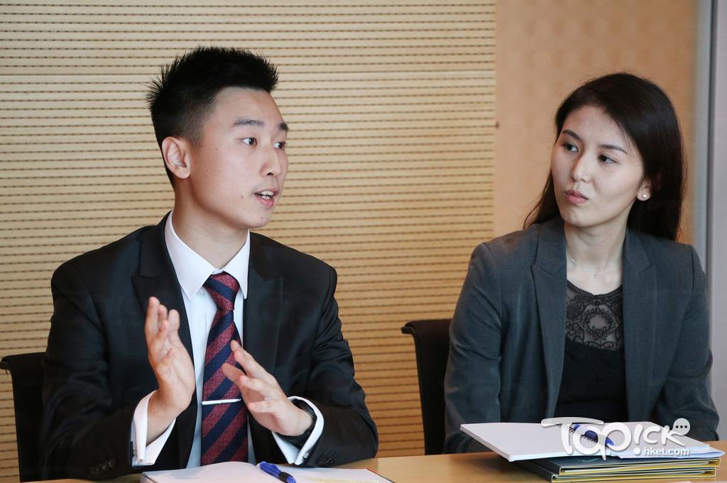 兩位現任MT梁嘉俊(左)及陳紀妍(右)均表示,面試前要多留意航空勒的發展動向,令考官知道申請人面試前有準備。(陳偉能 攝)