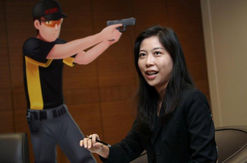 ICAC高級傳媒宣傳創作主任陳敏儀說,用半真人騷形式是想透過生活化方式讓觀眾認識廉署的不同工作。(黃建輝攝)