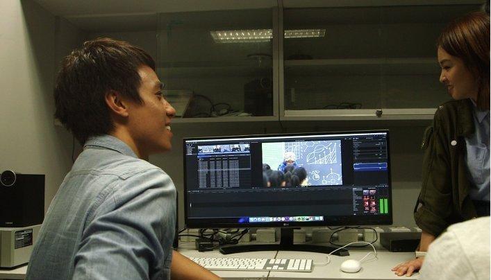 陳安立和張紋嘉都覺得在社關處協助構思宣傳片,工作輕鬆好玩。(ViuTV提供畫面)