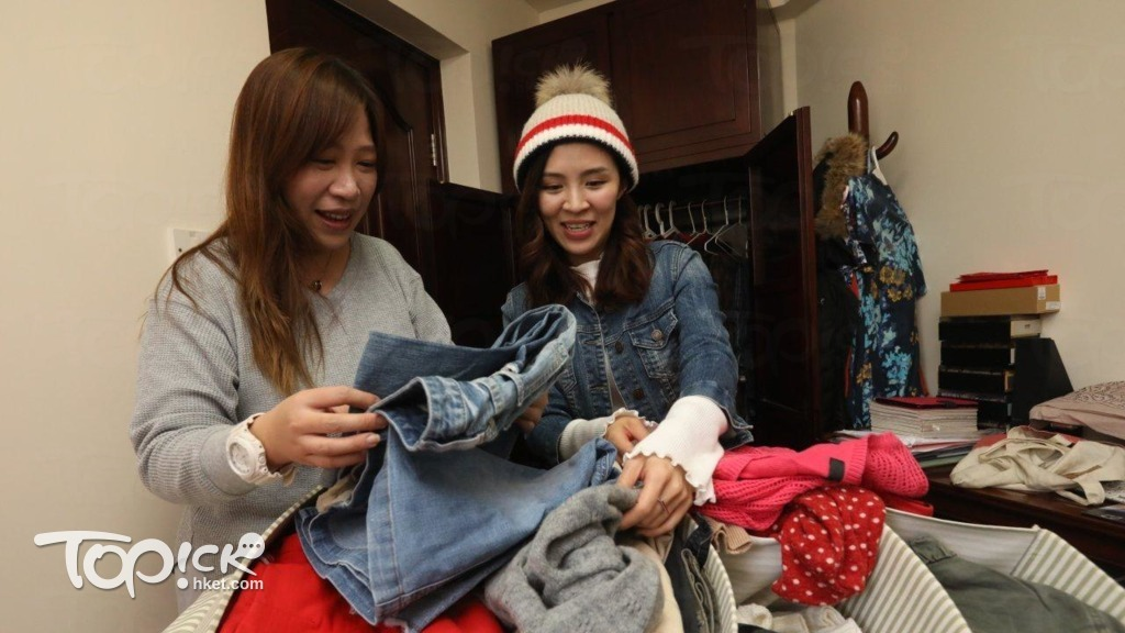 Yuki(左)與Yen合作無間,兩人一起打理二手店及提供執衣櫃服務。(張永康攝)