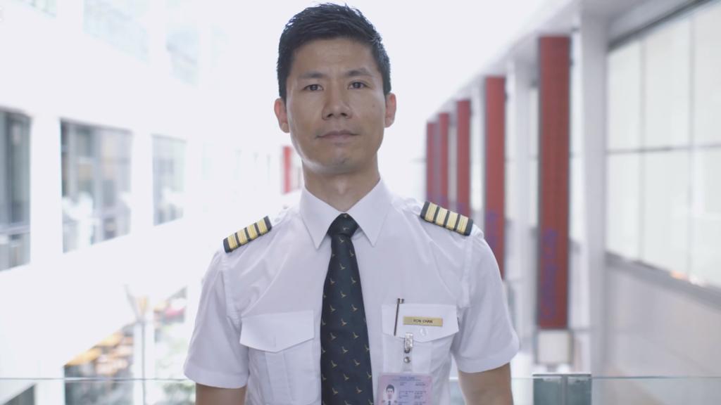 有18年飛行經驗的國泰機師,現為波音777培訓機長Ron就指,作為一名有責任的機師,首要考慮就是要最安全、最有效率,將乘客由A點送到B點。(國泰視頻截圖)