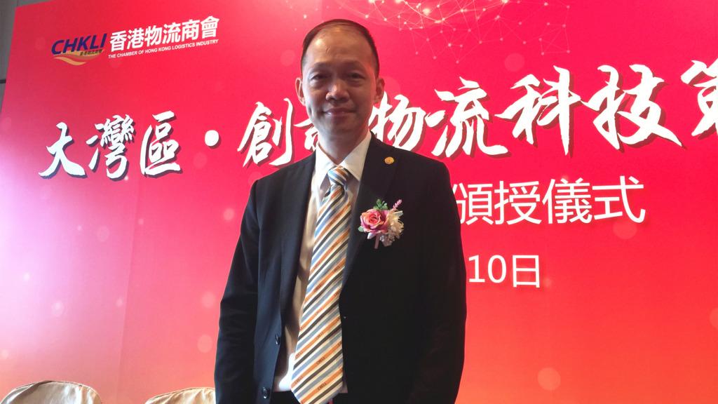 香港物流商會主席鍾鴻興表示,留意到現時已有國際航班開始調動減少中美兩國的貨輪班次。 (吳婉玲攝)