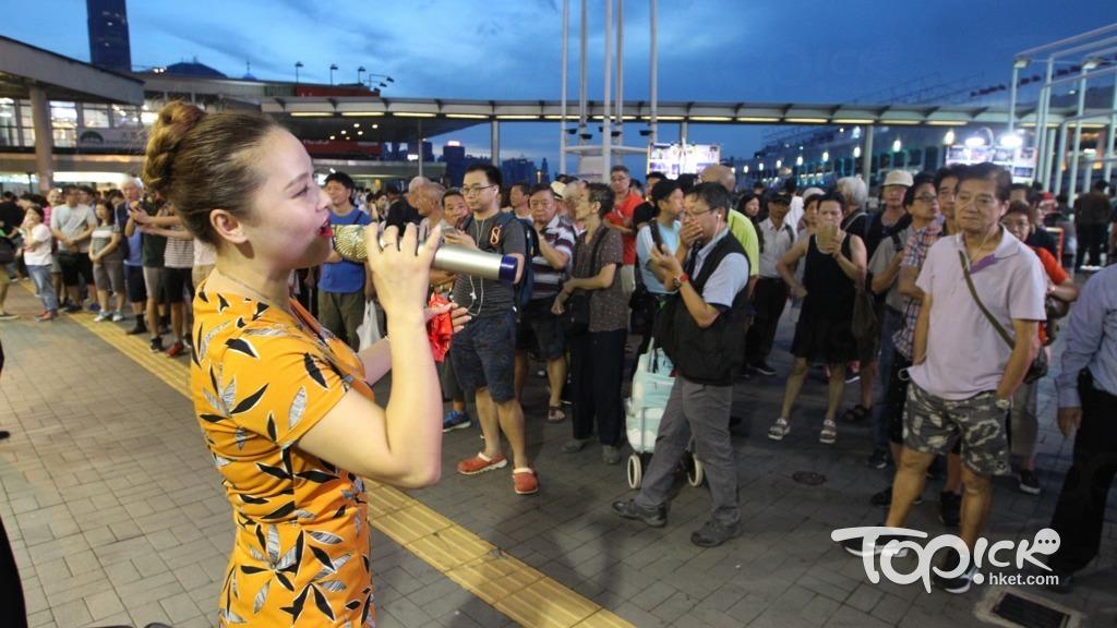 大媽轉戰尖沙咀迫爆天星碼頭勁歌亂舞商戶當殃 有片 香港經濟日報 Topick 新聞 社會 D180805