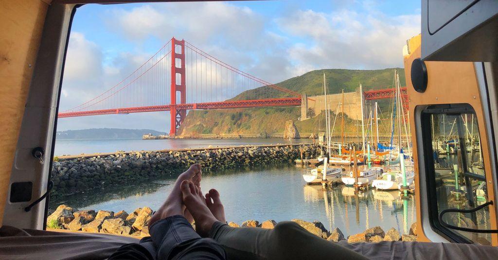 Maan表示每天醒來都感到刺激和好奇,像新旅程一樣,他也曾到過三藩市金門大橋(圖)旁「流浪」。(Instagram圖片)