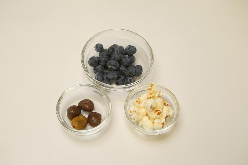 Vivien指藍莓含花青素,有抗氧化功效,另外亦含維他命C,幫助維持牙肉健康及提升整體免疫力。(湯炳強攝)