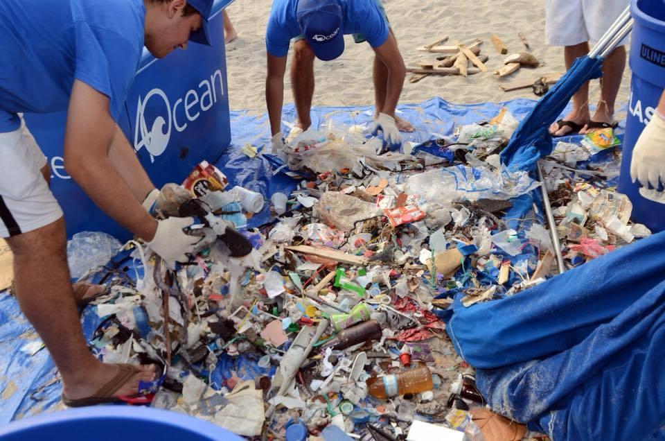 4Ocean聘用逾180人收集垃圾,由2017年1月至今已回收了逾100萬噸垃圾。(4Ocean Facebook圖片)
