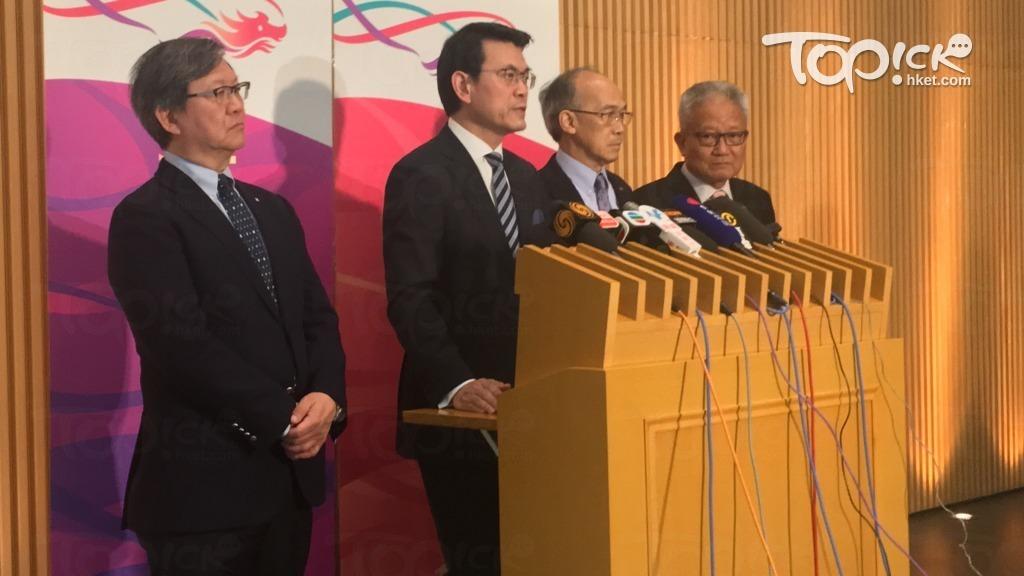 商務及經濟發展局局長邱騰華(左二)今日會見傳媒時指出,為應對中美貿易戰,會優化中小企融資擔保計劃。(鄺慧敏攝)
