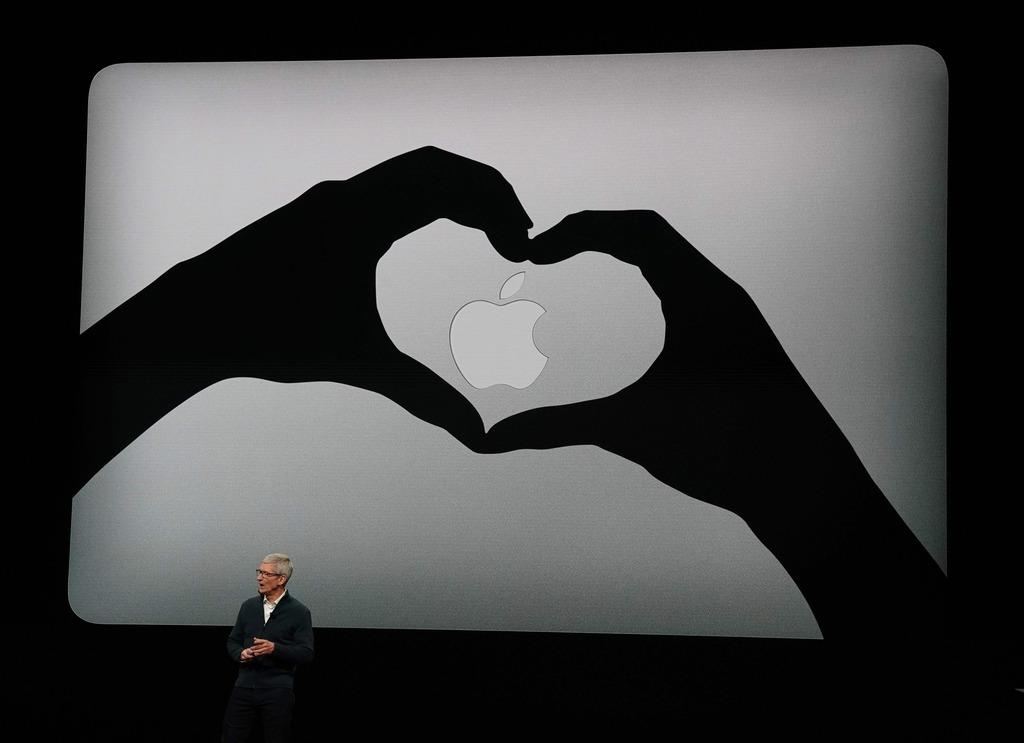 Apple實習生每月薪金中位數為5,000美元(約39,000港元), 可與Apple行政總裁Tim Cook及首席設計師Jony Ive對話,有免費住房提供。(法新社資料圖片)