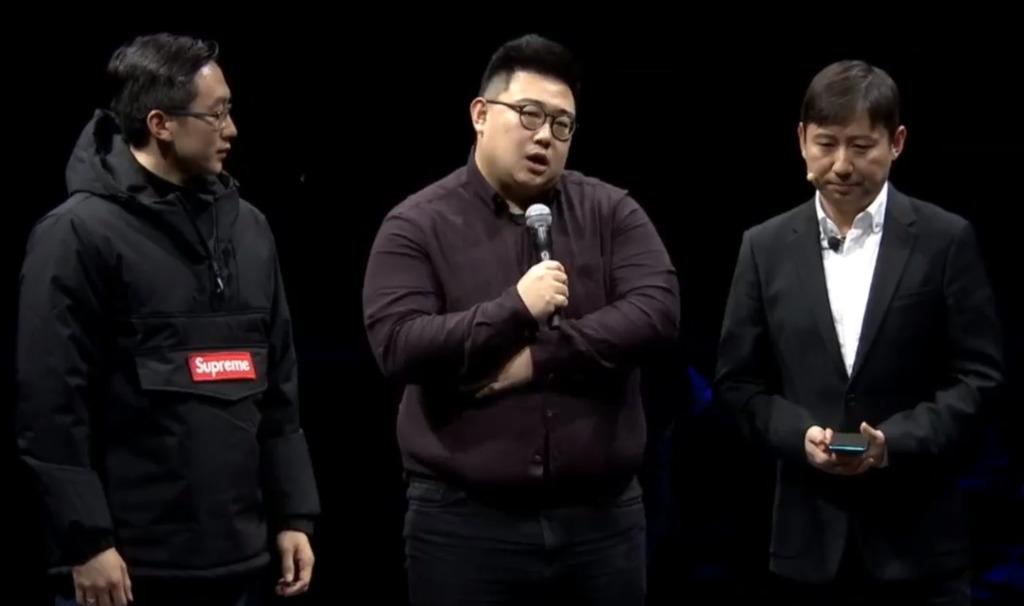 上台的Supreme代表竟然是穿上A貨Supreme的中國人。(網上圖片)