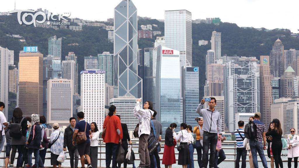旅發局料今年訪港旅客微升1.9%,人均消費大跌6.2%。(經濟日報資料圖片)