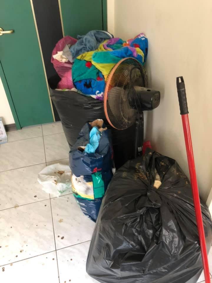 房間內有多袋垃圾。(圖片來源:爆怨公社Facebook)