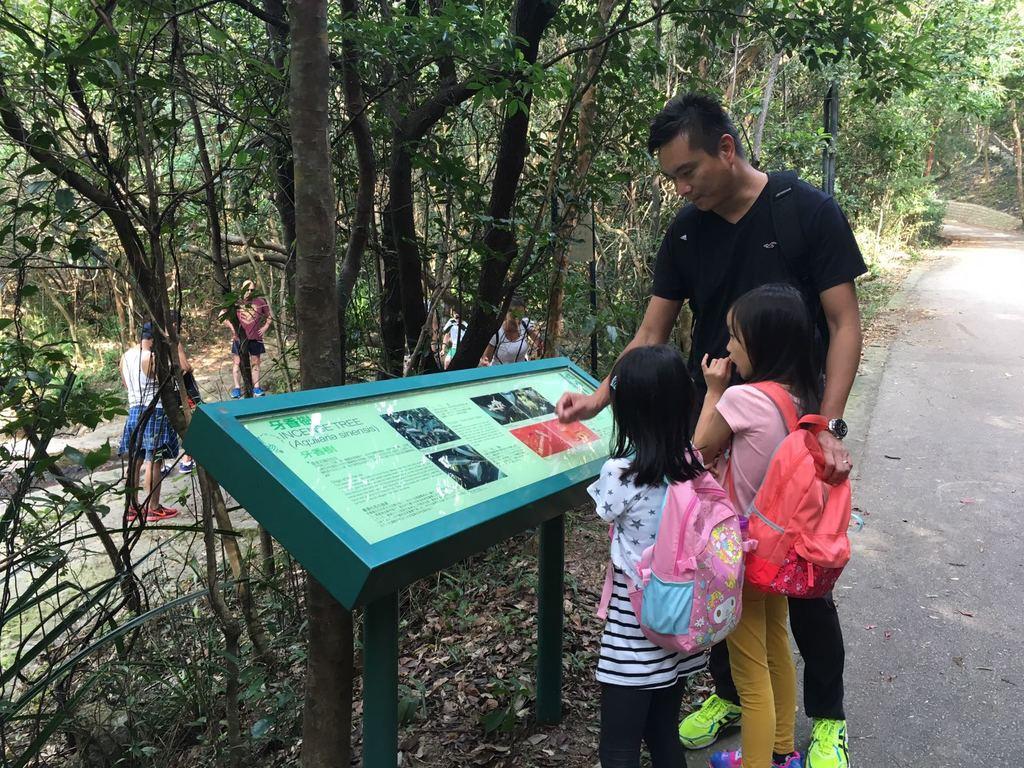 林校長平日陪伴女兒的時間不多,但他珍惜周末與女兒一起行山、露營的時間。(受訪者提供相片)