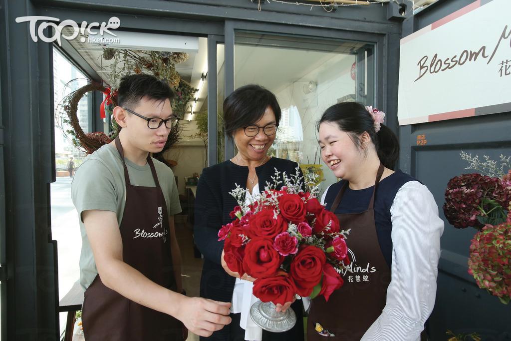 花店開業不足一年,Anita看到SEN員工的表現大有進步。(湯炳強攝)