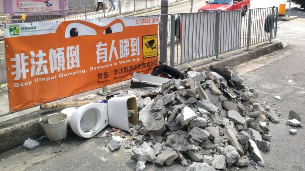 天眼底下裝修廢料堆積如山 議員憂家居垃圾徵費實施後情況惡化