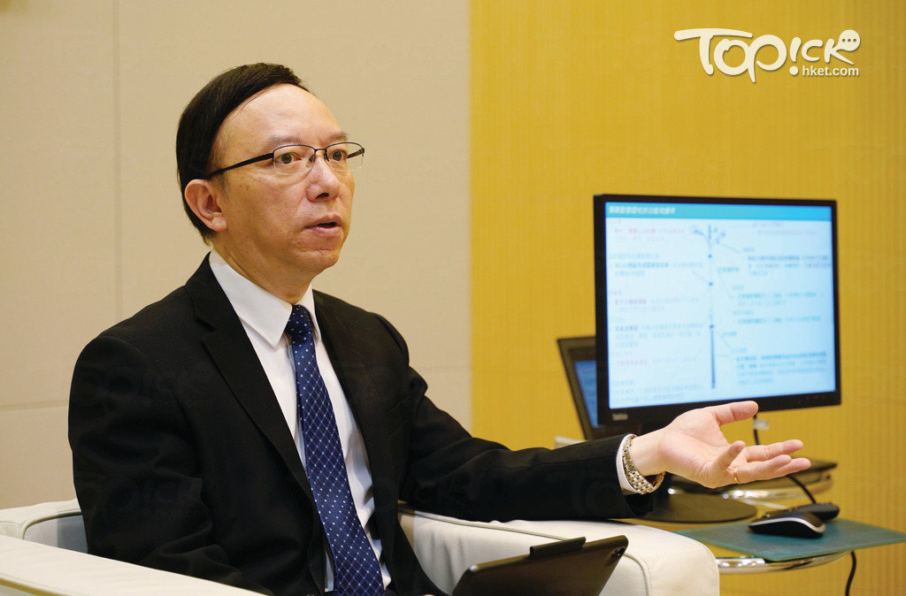政府資訊科技總監林偉喬強調,政府不是要從外國買一支燈柱,而是「自己做一支智能燈柱」。(林宇翔攝)