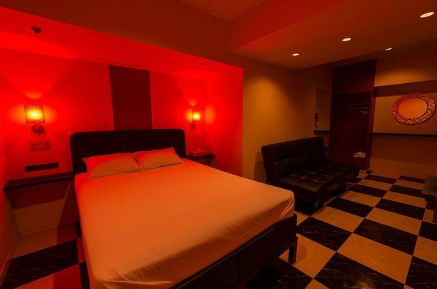 妓院提供紅色燈光,讓客人能享受更好的氣氛。(圖片來源:Mirror)