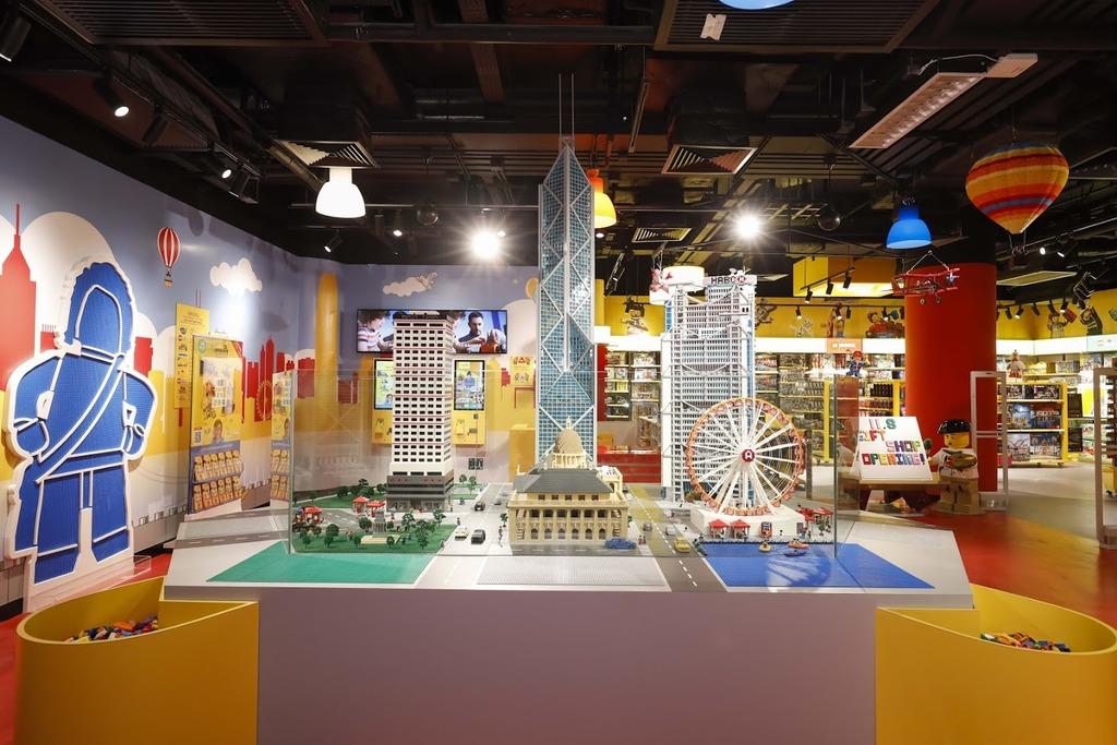 禮品店率先展出部份將於MINILAND出現的香港地標。(相片由香港樂高探索中心提供)