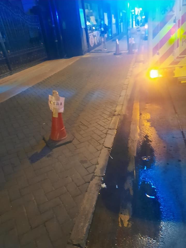 現場放有「請勿泊車」的雪糕筒。(圖片來源:馬路的事討論區(常理版))