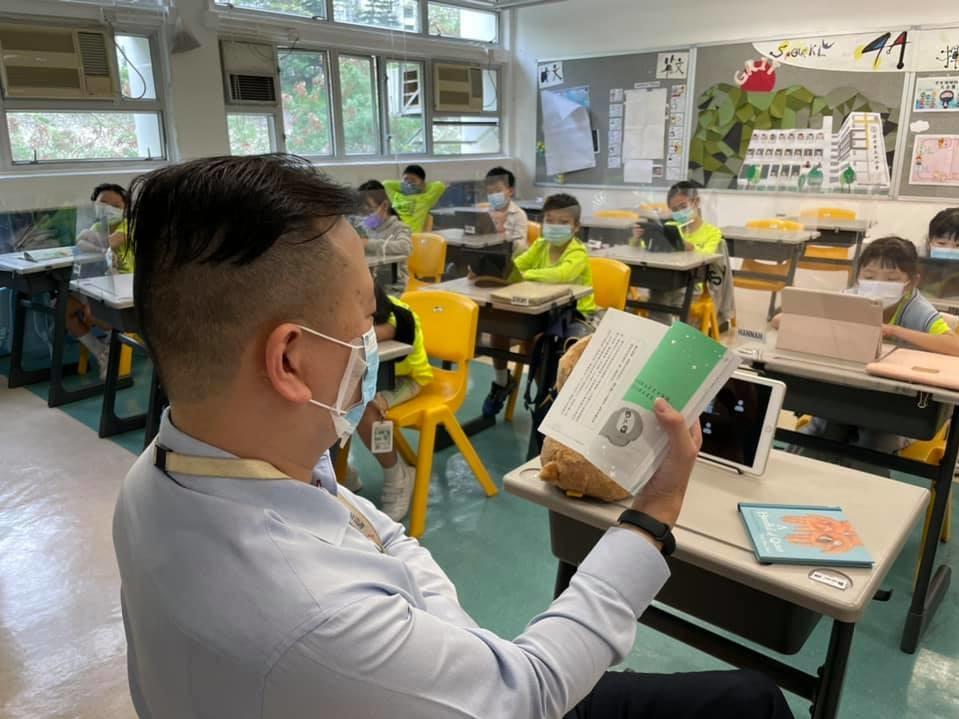 校長會到課室陪學生晨讀。(facebook圖片)