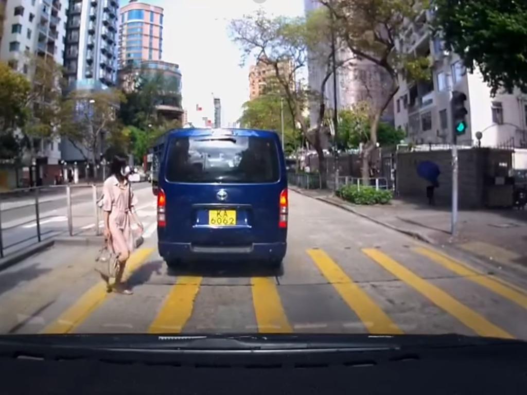 交通意外】49歲女子疑無視交通燈號紅燈照過馬路遭撞飛- 香港經濟日報- TOPick - 新聞- 社會- D210719